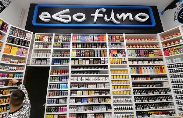 negozio-sigarette-elettroniche-vicino-arco-di-travertino